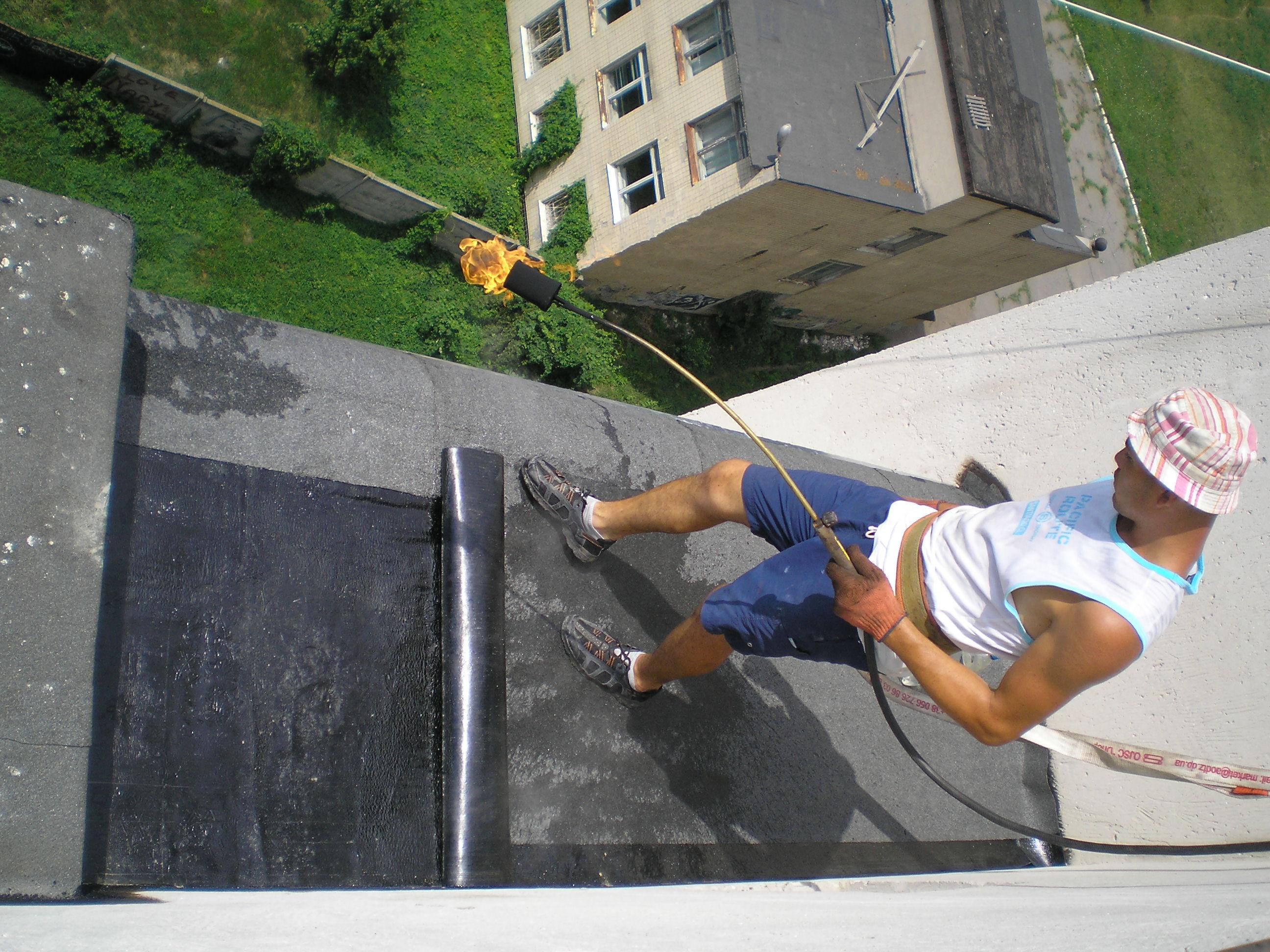 Гидроизоляция балкона в 2 слоя с утеплением.
